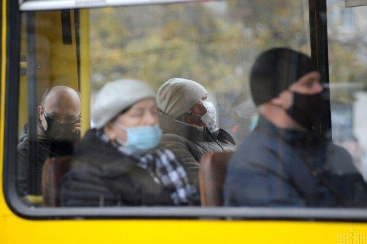 Нові штрафи: Зеленський підписав закон про стягнення за відсутність маски на обличчі у громадських місцях