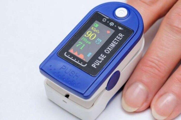 Лікар з Рівного пояснив, що означають показники пульсоксиметра і коли потрібен додатковий кисень