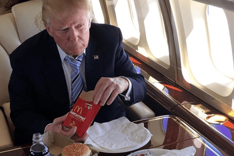 Хитрун-Трамп придумав новий спосіб наминання гамбургерів