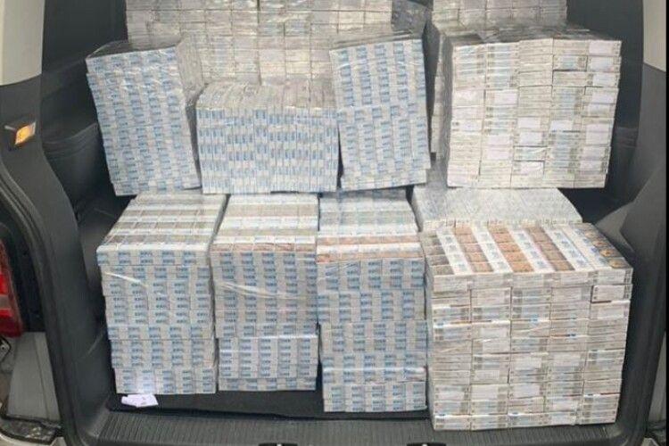 На Волині СБУ конфіскувала контрафактних цигарок на пів мільйона гривень