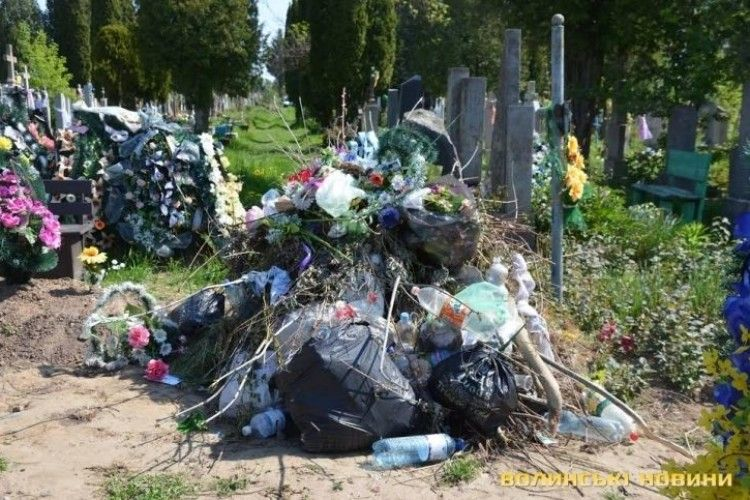 Принесімо спочилим свою живу любов і молитву, а не шкідливе сміття