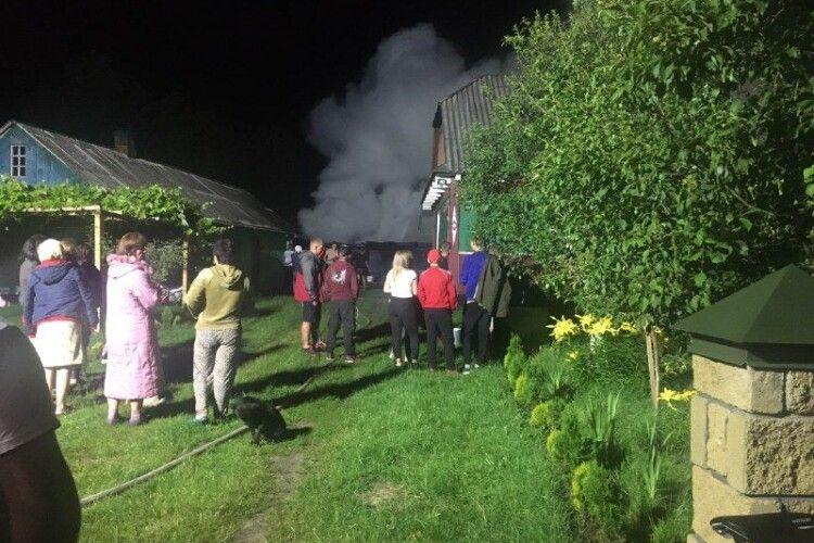У селі Куснище, що в Любомльському районі, цієї ночі рятували сіно (Фото)