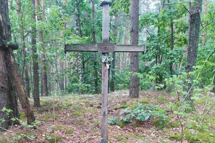 Після десяти років таборів волинянка – зв'язкова УПА поставила хрест на місці мученицької смерті побратима