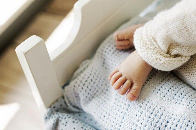 У перинатальному центрі новонародженій дівчинці обпекли спинку та сіднички