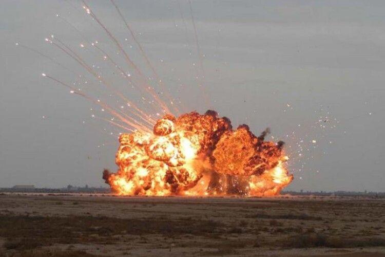 Українські військові відправили до пекла кількох російських окупантів, поціливши в командирський позашляховик керованою ракетою (Відео)