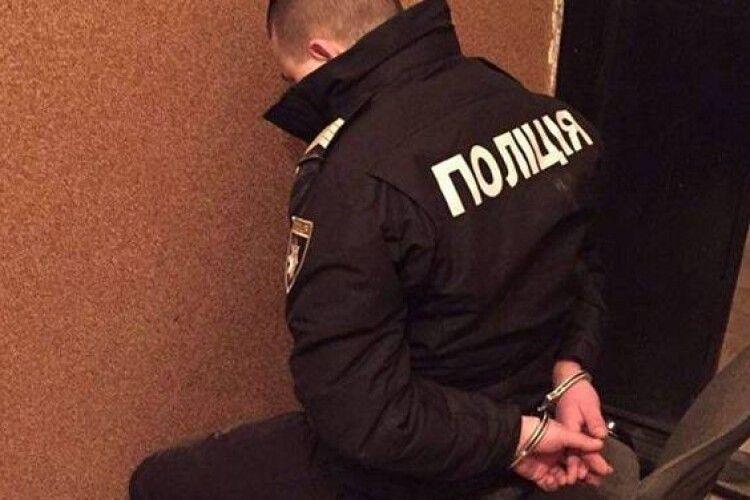 Поліцейські давали людям наркотики, а потім ловили їх