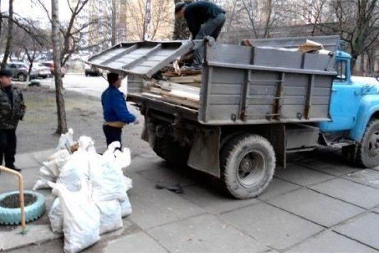 Скільки коштує найняти у Рожищі трактора чи вивезти сміття?