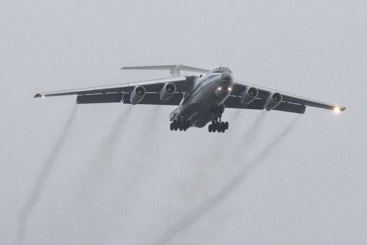 На Луцькому аеродромі приземлився військово-транспортний літак з Мелітополя