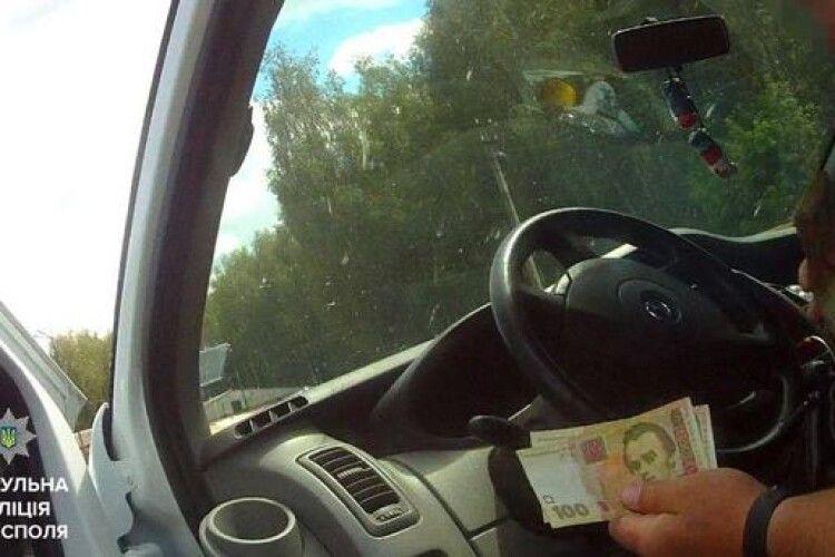 Навіть 600 гривень не шкода: у Луцьку нетверезий водій хотів відкупитись