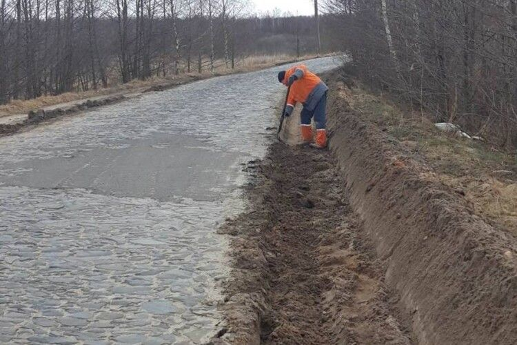 Ремонтують дорогу до Шацьких озер