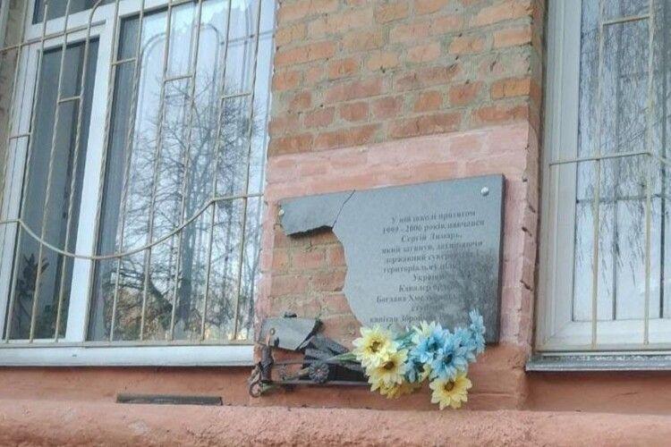 У Полтаві вандали знову розбили меморіальні дошки загиблим Героям АТО