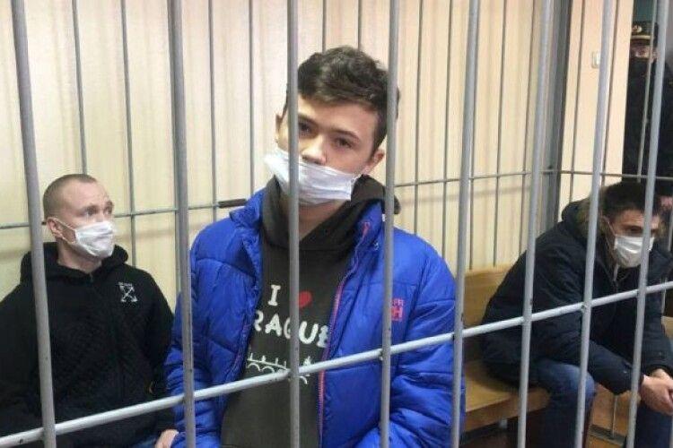 У Білорусі режим Лукашенка засудив 16-річного «заколотника» до п'яти років колонії