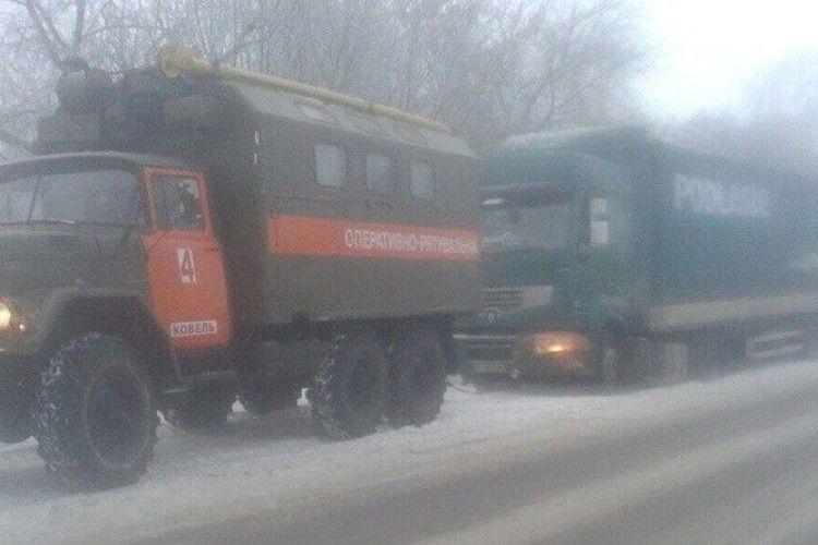 Рятувальники дістали з кювету три автомобілі