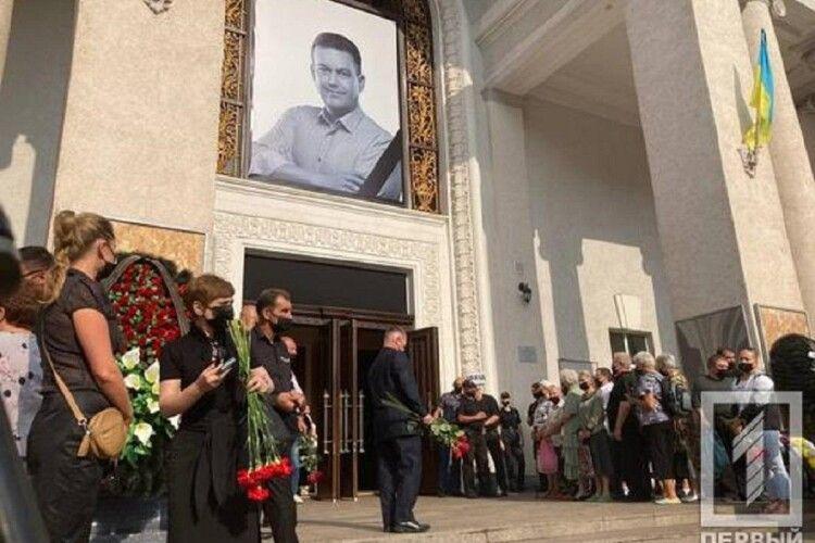 Кривий Ріг прощається з мером, якого знайшли застреленим у заміському будинку (Фото)