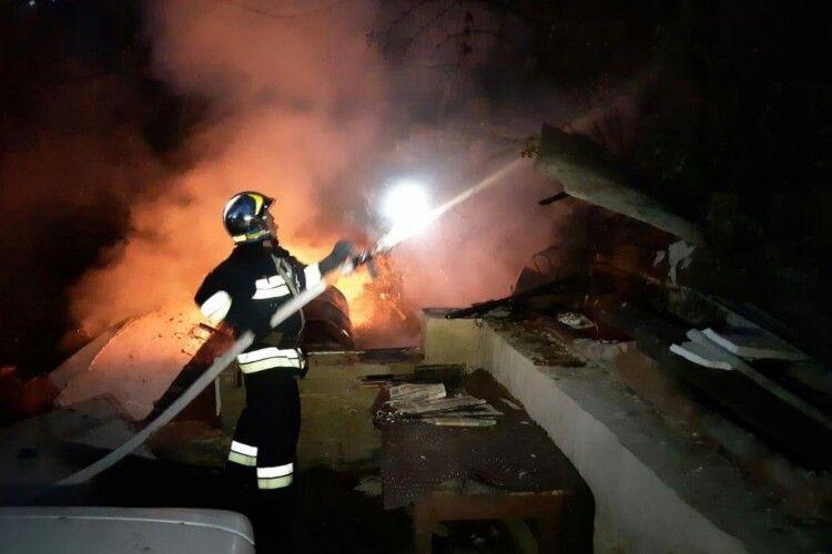 Рівненським рятувальникам довелося добре потрудитися, щоб загасити вчорашню пожежу (Фото)