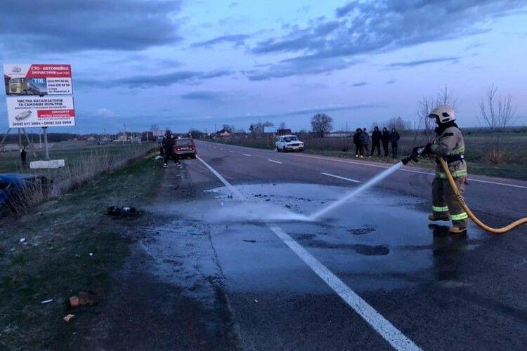Рятувальники показали фото з аварії на трасі Київ-Ковель-Ягодин