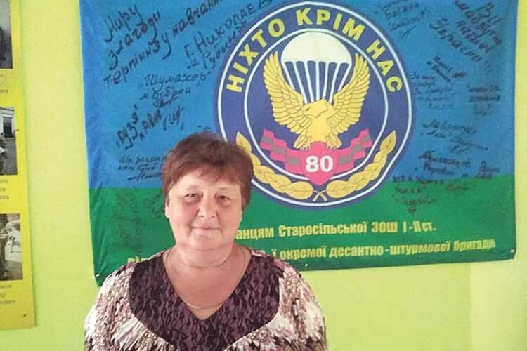 Закожним українським воїном стоїть мати