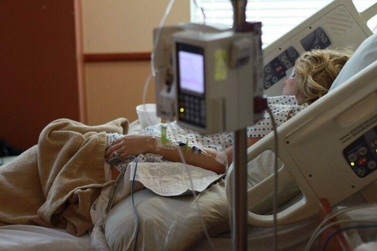 Коронавірус уразив легені вагітної на 90%. За життя пацієнтки боролися медики