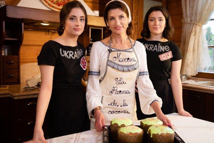 Як Марина Порошенко пекла паски для українських захисників (Відеорецепт)