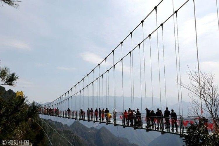 Китайці презентували скляний міст