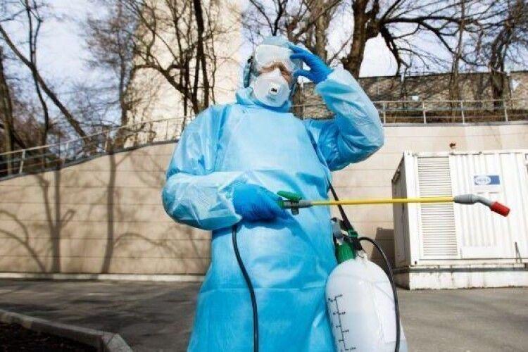 У Маневичах проводять профілактичну дезінфекцію під'їздів