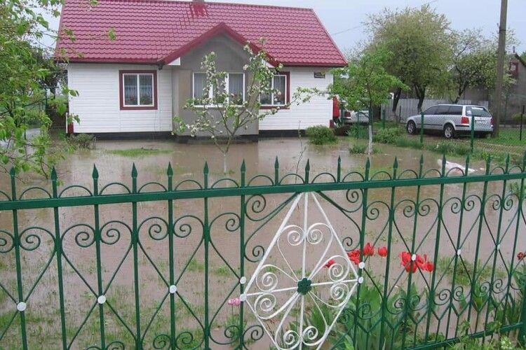 У селі на межі з Волинню затопило подвір'я, вулиці та городи (Фото)