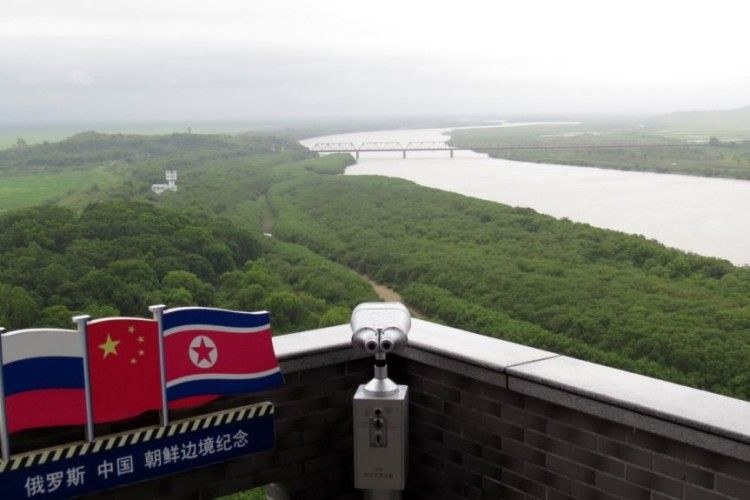 Не тільки Китай, а й Росія постачає нафту Північній Кореї
