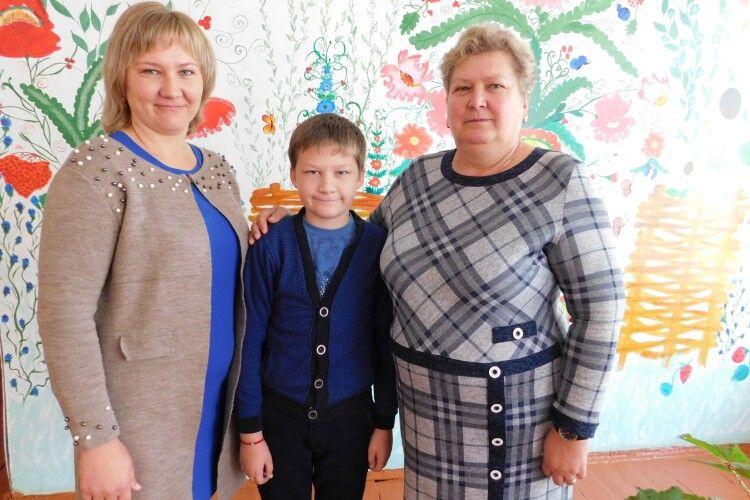 У Сенкевичівці на ювілей улюбленої вчительки учні і колеги презентували фільм
