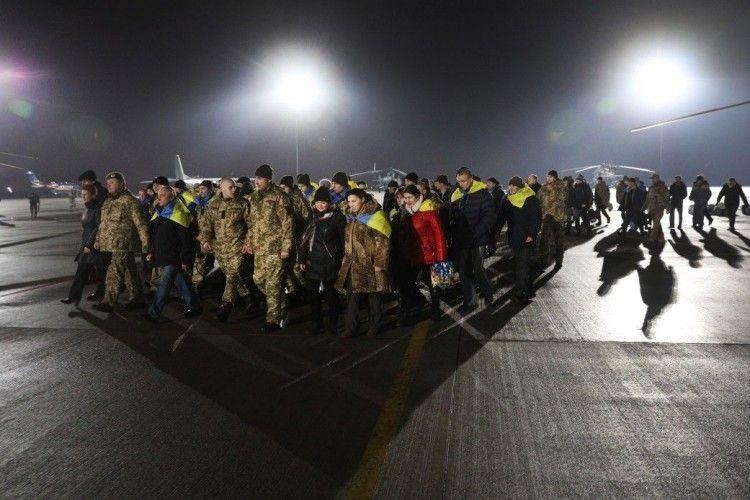 Звільненим з полону бойовиків українцям виплатять по 100 тисяч гривень допомоги