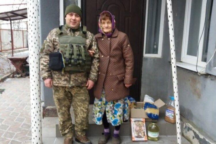 Волинський священник-волонтер відвіз на Луганщину консервацію маневицьких лісівників