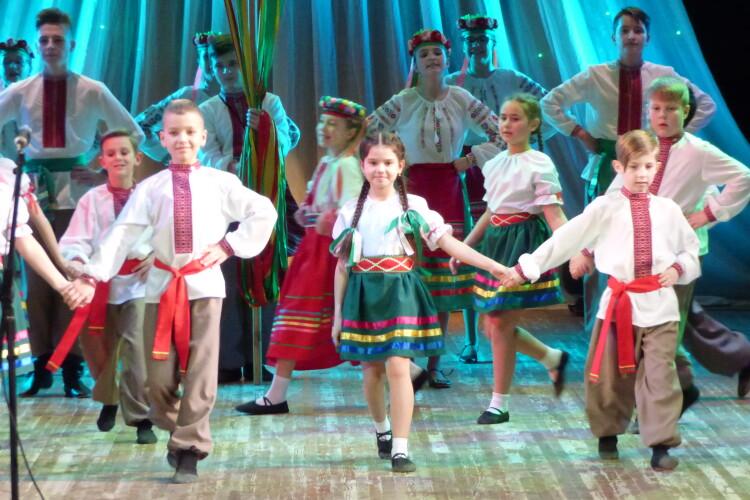 «Школа знань, добра та мрій»: Луцька школа №1 першою відзвітувала про свої таланти (Фото, відео)