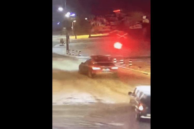 У Луцьку водій-порушник проїхав залізничний переїзд на червоний сигнал (Відео)