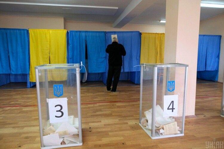 У Луцьку та шести інших містах України розпочався підрахунок голосів, відданих під час голосування у другому турі місцевих виборів