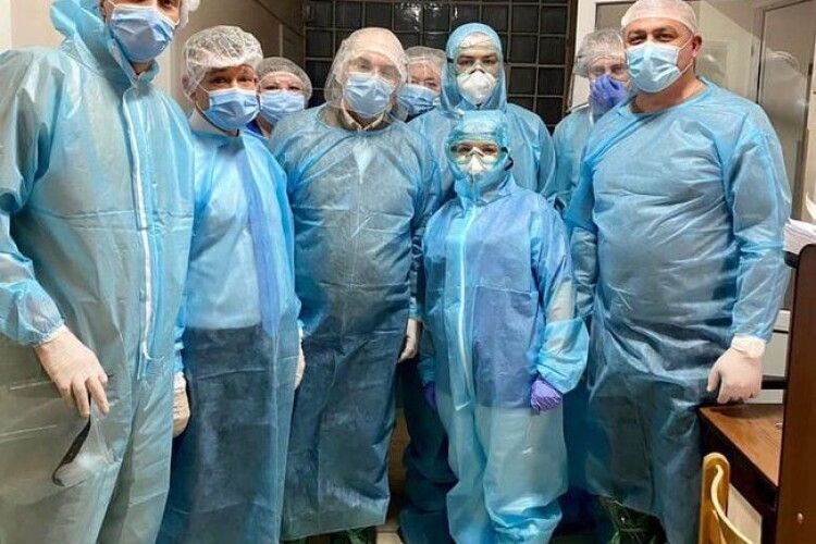 «Щодо інфекційного контролю – ситуація жахлива»: міністр перевіряв лікарні, які приймають хворих із COVID-19