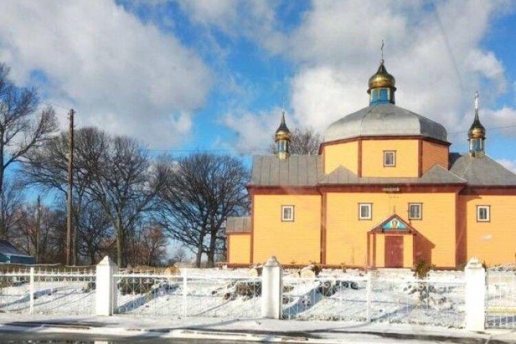 Суд заборонив виселяти родину священика Московського патріархату з церковної хати