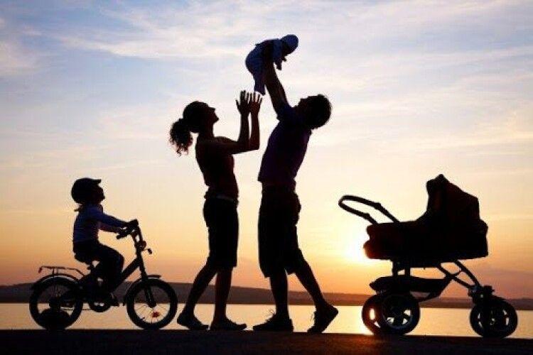 У стаж роботи жінкам пропонують зараховувати по 10 років за кожну дитину, а чоловікам – лишень по рочку