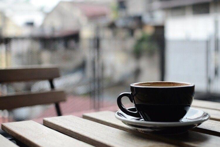 Чоловік зайшов у кав'ярню і... зарізав баристу (Відео)