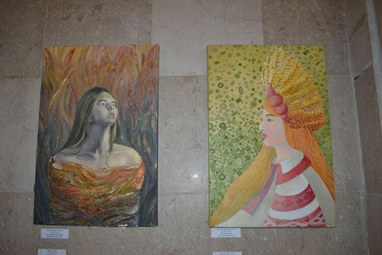 У Луцьку виставили автопортрети студентів, намальовані за мотивами «Лісової пісні» (Фото)