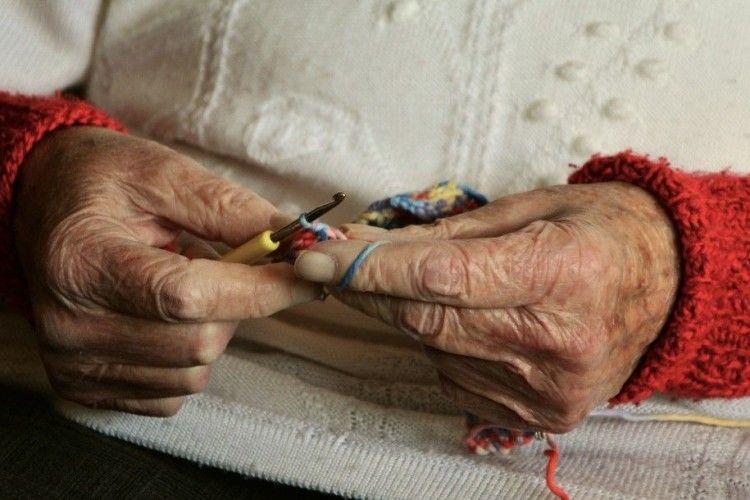 На Волині патрульні мирили пенсіонерку з сусідами