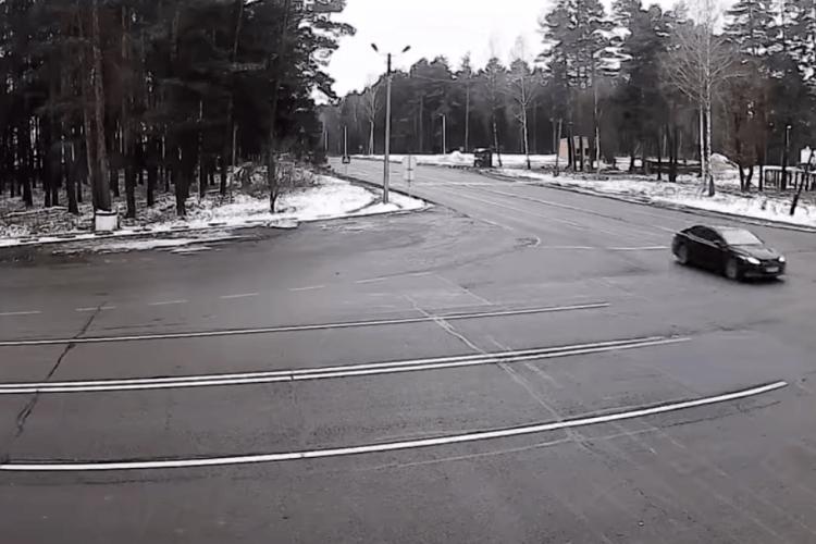 На Волині водій проігнорував дорожній знак та проїхав перехрестя без зупинки (Відео)