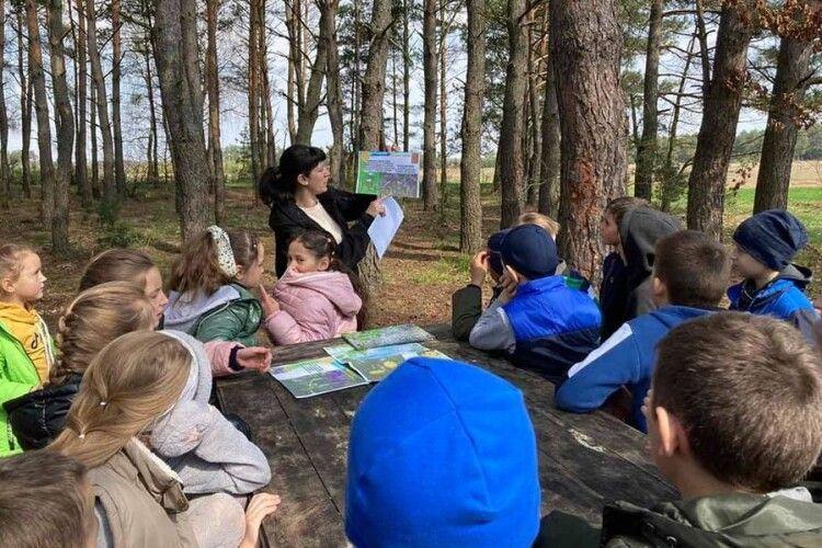 На Любешівщині третьокласники вибралися до лісу (Фото)