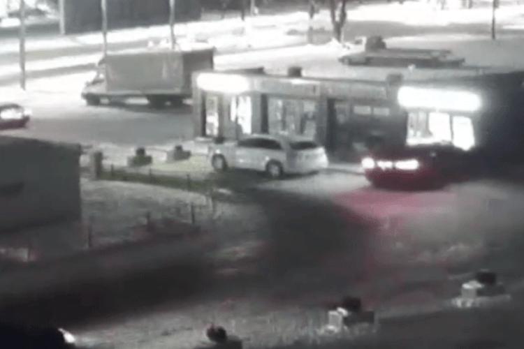 Патрульні показали відео, як BMW влетіло в кав'ярню у Луцьку