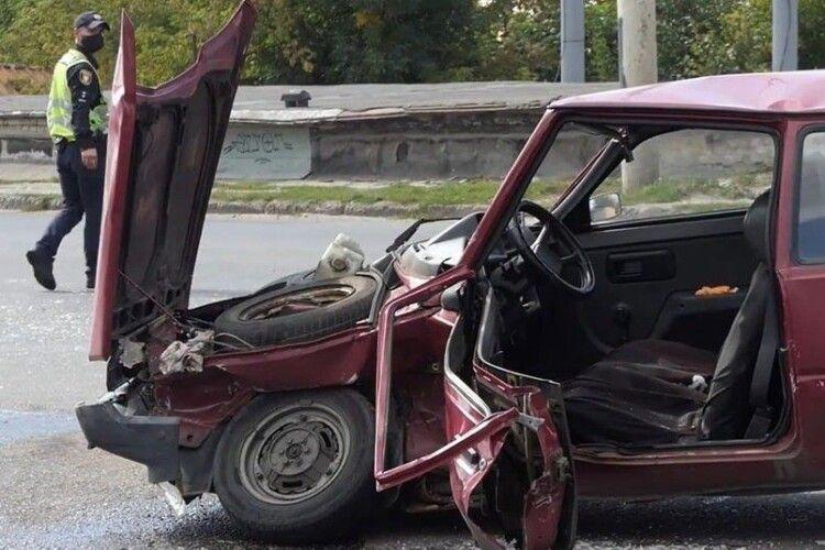 Масштабна автотроща у Луцьку: повідомили про стан постраждалих (Фото)