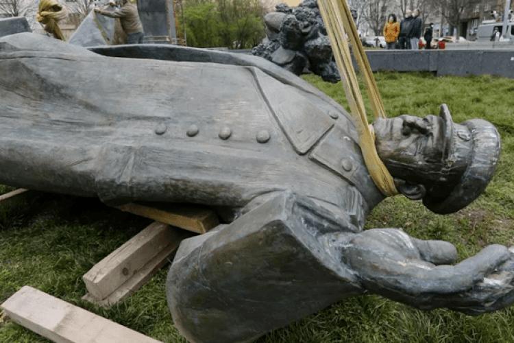 На місці пам'ятника радянському воєначальнику Конєву на 9 травня поставили ...унітаз