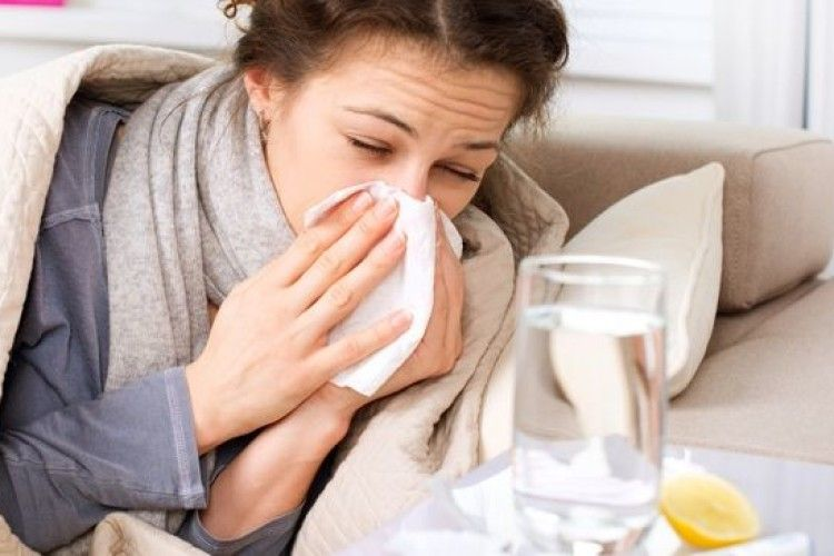 Як відрізнити коронавірус від ГРВІ та грипу. Лікарка поділилася спостереженнями
