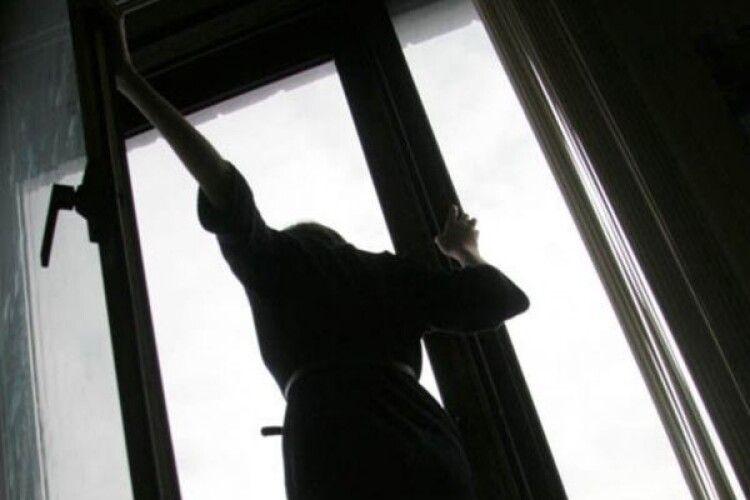 Українка, яка хворіла на COVID-19, викинулася з вікна реанімації