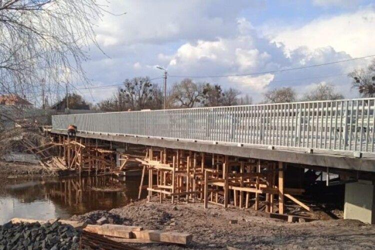 У Дубно відновили ремонт мосту (Фото)