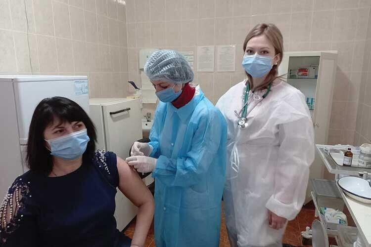 Відповідальний за вакцинацію на Волині: «Жодної ін'єкції «Пфайзером» «по блату» не зробили, хоч охочі зверталися»