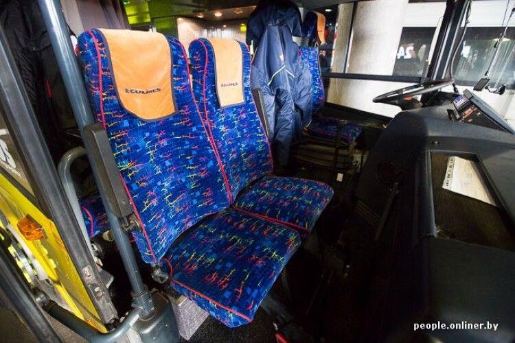 Пив, курив у салоні та погрожував пасажирам: з автобуса «Варшава-Луцьк» висадили хулігана