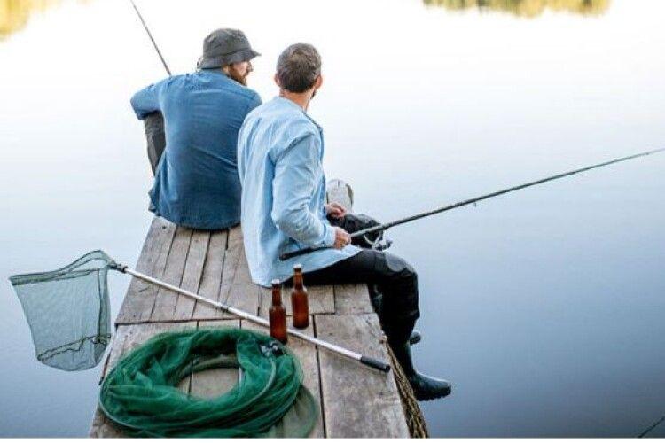 На старовижівських озерах можна знову рибалити: розповіли правила